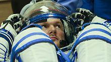 Das war am 28. Mai 2014, wenige Stunden vor seinem ersten Start: Gerst testet seinen Raumanzug.