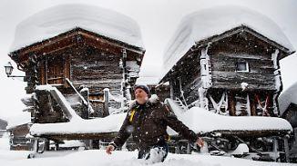 Meterhoher Schnee in den Alpen: Urlauber müssen ausgeflogen werden