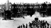Mit der Oktoberrevolution 1917 verschlechtert sich die Lage der Familie noch einmal schlagartig: Nikolaus II und seine Familie werden zu Gefangenen, 1918 internieren die Bolschewiki sie in Jekaterinburg.
