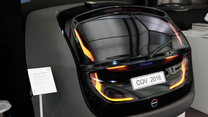 neue materialien halten einzug liegt die zukunft des autos im kunststoff n. Black Bedroom Furniture Sets. Home Design Ideas