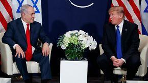 Unfall beim Eintreffen in Davos: Trump übt Schulterschluss mit May und Netanjahu