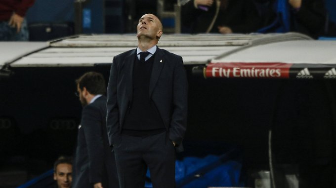 """Zinedine Zidane - ein """"Galactico"""" blickt zu den Sternen. Seine Zukunft ist fast vorbestimmt."""