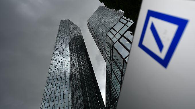 Kunden und Mitarbeiter verärgert: Bonuszahlungen trotz Verlusten kosten Deutsche Bank viel Kredit