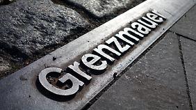 Die Gedenkstätte Berliner Mauer an der Bernauer Straße erinnert an das Bauwerk und den Todesstreifen.
