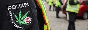 Kiffen am Steuer soll auch in Zukunft ein Tabu bleiben. Polizisten in Niedersachsen testen bei einer Kontrolle in Niedersachsen Verkehrsteilnehmer auf Drogenkonsum.
