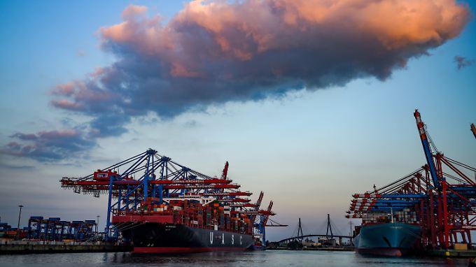 Die deutschen Exporte erreichen neue Höchststände - das merkt man auch am Hamburger Containerhafen.