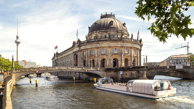 Touristenmagneten: Fernsehturm und Museumsinsel in Berlin.
