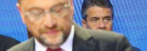 """Nur zwei Tage später kommt es zum Eklat: Sigmar Gabriel, der Schulz an die Spitze der SPD gehievt hatte, will das Außenmiminsterium nicht aufgeben. In einem Interview wirft er der Parteispitze """"respektlosen Umgang"""" und """"Wortbruch"""" vor."""