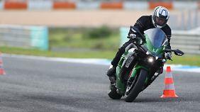 Die Beschleunigungswerte der Kawasaki H2SX lassen auch erfahrene Piloten blass werden.