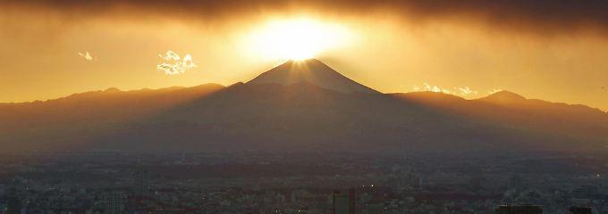 Winterliche Sonnenuntergang über dem Berg Fuji: Der Nikkei kommt nach dem Kurssturz von vergangener Woche nicht richtig in Schwung.