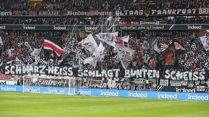 Die Richtlinie soll regeln, was Fans mit ins Stadion nehmen dürfen.