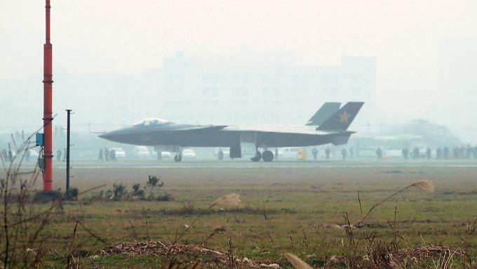 Das Kampfflugzeug Chengdu J-20 hat Tarnkappeneigenschaften.