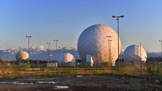 Von der Basis Bad Aibling aus kann der BND fremde Kommunikationssatelliten abhören. Doch der Geheimdienst will auch eigene Spionagesatelliten haben.