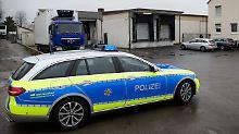 Verdacht der Tierquälerei: Polizei durchsucht McDonald's-Lieferanten