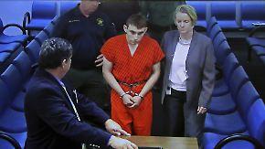 Waffen trotz psychiatrischer Behandlung: Amokschütze von Florida gesteht Bluttat