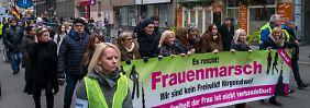 """AfD-Ideen statt Frauenrechte?: """"Frauenmarsch"""" stößt auf Widerstand"""