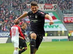 Erster Auswärtsdreier der Saison: Gomez lässt den VfB in Augsburg jubeln