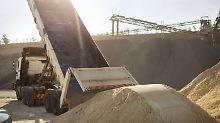 Regionale Versorgungsengpässe: Sandmangel sorgt für höhere Baupreise