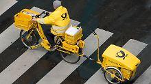 Briefe und Pakete bleiben liegen: Postzusteller legen Arbeit nieder