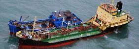 Aufbringen eines nordkoreanischen Schiffes durch japanische Sicherheitskräfte im Ostchinesischen Meer.