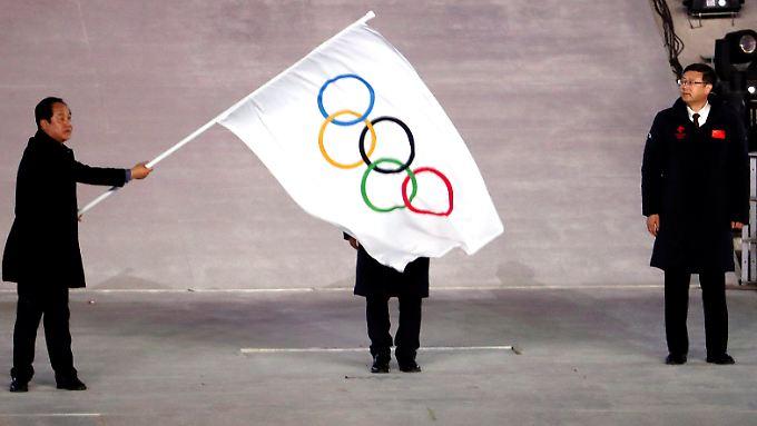 Wenn es kritisch wird, verstecken sich IOC-Boss Thomas Bach und Co. gern hinter olympischer Symbolik. Das war in Pyeongchang nicht anders.
