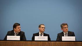 Kandt mit dem Regierenden Bürgermeister Michael Müller und Innensenator Andreas Geisel.