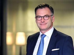 Thomas Buckard ist seit dem Jahr 2000 Gründungsmitglied der MPF AG. Als Vorstand ist er für die Kundenakquisition und -betreuung zuständig. Zuvor arbeitete der passionierte Bergsteiger im Private Banking der Deutsche Bank AG.