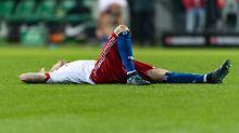 Niedergeschlagen: André Hahn nach dem verlorenen Spiel in Bremen.