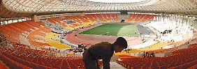 Das Moskauer Luschniki-Stadion wird hübsch gemacht für die Fußball-WM.