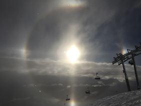 Nicht so bunt wie ein Regenbogen: der Halo-Effekt.