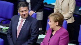 Wähler in Warteposition: Merkel teilt sich Platz eins mit Gabriel