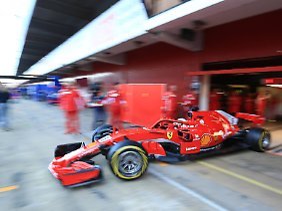 Sebastian Vettel vertrat zunächst seinen erkrankten Ferrari-Teamkollegen Kimi Räikkönen.