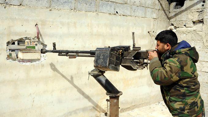 Aller UN-Forderungen zum Trotz dringen syrische Regierungstruppen weiter in Ost-Ghuta vor.