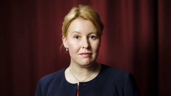 Franziska Giffey ist in Frankfurt/Oder geboren und wird auf Betreiben der Ost-Verbände der SPD Ministerin.