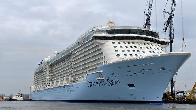 """Kreuzfahrtschiffe der neueren Generation wie die """"Ovation of the Seas"""" sollen nicht vom Hafenverbot betroffen sein."""
