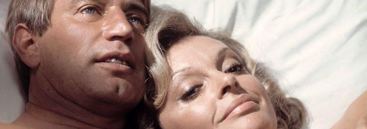 """Seit den 70er Jahren zählte Rauch zu den beliebtesten deutschen Schauspielern, hier zu sehen mit Nadja Tiller in """"Es muss nicht immer Kaviar sein""""."""
