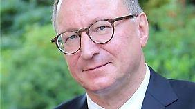 """Horst Dreier lehrt Rechtsphilosophie sowie Staats- und Verwaltungsrecht an der Universität Würzburg. Kürzlich erschien sein Buch """"Staat ohne Gott""""."""