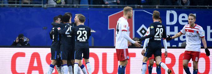 Bundesliga-Dino im Abstiegssog: HSV riskiert, führt - und verliert doch wieder