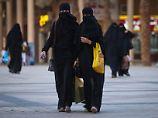Das tragen einer sogenannten Abaya war für saudische Frauen bislang Pflicht.