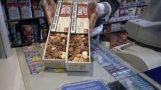 Kunde hängt an Münzen: Kiloweise Kleingeld belastet Einzelhändler