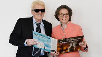Mitbringsel für NRW-Heimatministerin: Heino verschenkt Platte mit SS-Liedgut