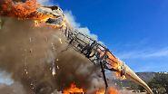 Kaum zu glauben, aber wahr: Kurzschluss lässt T-Rex in Flammen aufgehen