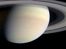 Das von der Nasa herausgegebene Foto vom 3. Juni 2004 zeigt den von der Sonde Cassini aufgenommenen Saturn.