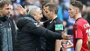 ... nämlich eine Entscheidung des Schiedsrichters Tobias Stieler, die Freiburg-Trainer Christian Streich komplett ausrasten lässt.