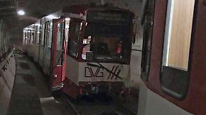 Ermittlungen im Tunnel: U-Bahnen krachen in Duisburg zusammen