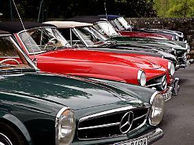 Verschiedene Mercedes Benz 190 SL: Bei der Oldtimer-Rangliste führt Daimler.