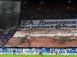 """Fans von Zenit St. Petersburg ehren """"G.A. Djupperon - den Vater des russischen Fußballs""""."""