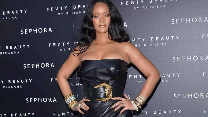 Bei diesem Kleid guckt jeder: Rihanna zieht die Blicke auf sich - n ...