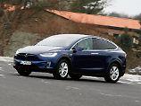 Wie ein SUV sieht das Model X von Tesla nicht aus. Eher wie ein flach gezogener Van.