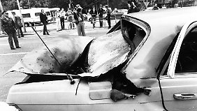 Das Auto von General Kroesen wird mit einer Panzerabwehrrakete beschossen.